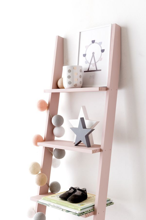 Nussa escalera estantería rosa