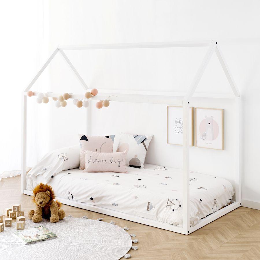 Cama casita de madera blanca kenay home for Camas blancas de madera