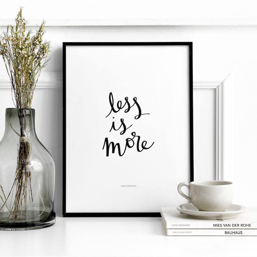 Less is more póster branco e negro