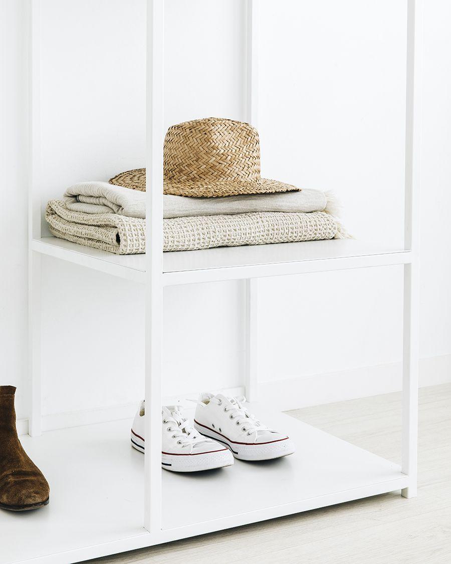 Dual armario abierto blanco
