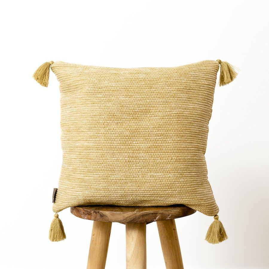 Pompon cuscino senape 40x40
