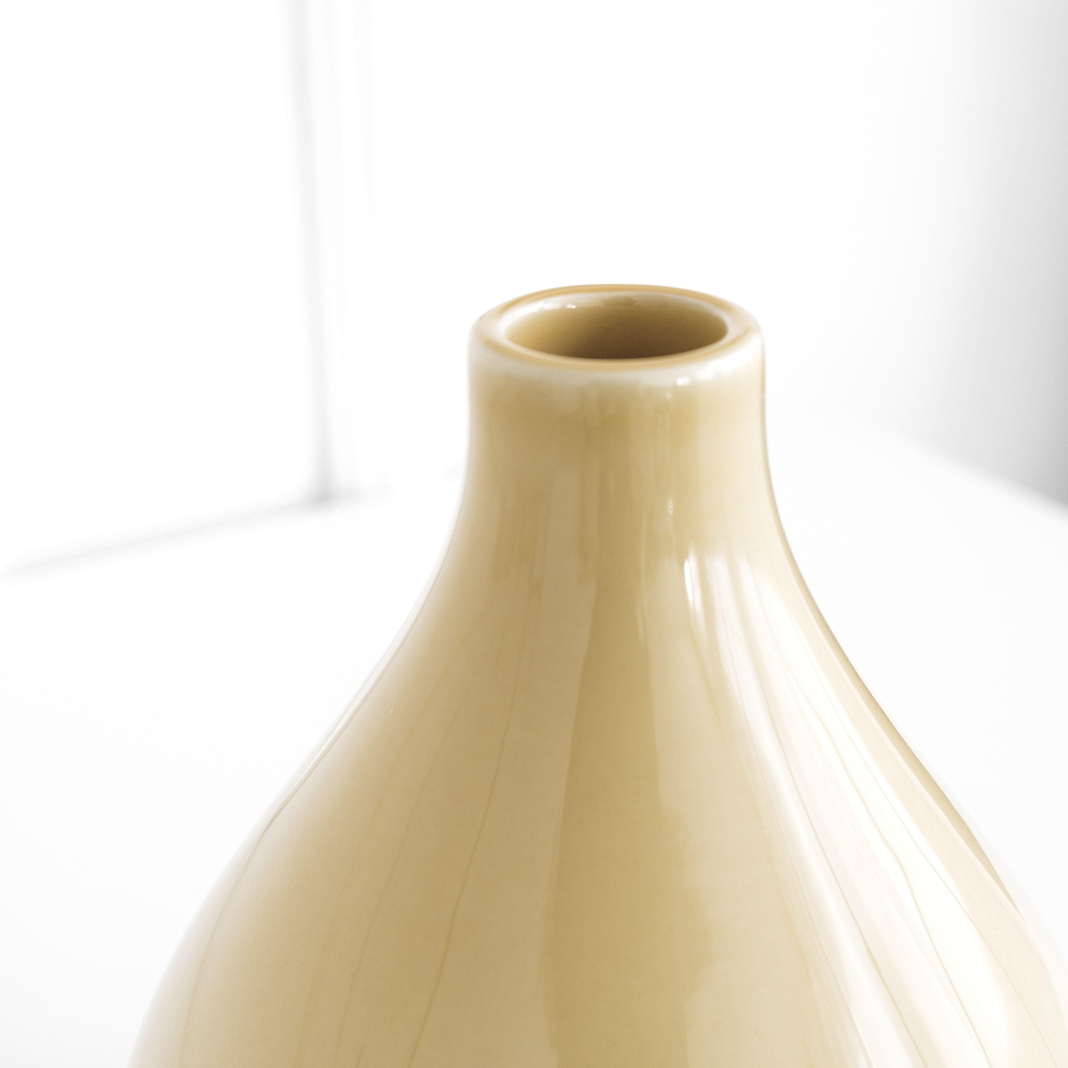 Curve vaso giallo